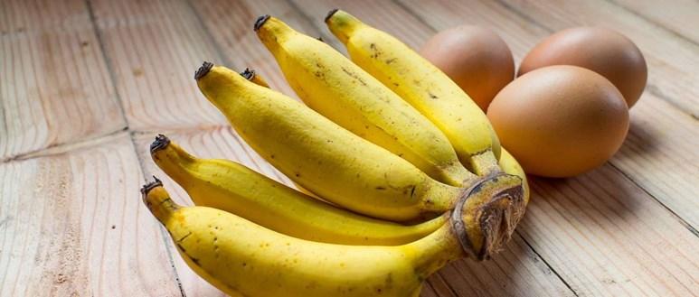 Ingredients for healthy banana pancakes