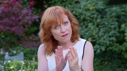 Video: How do head lice spread?