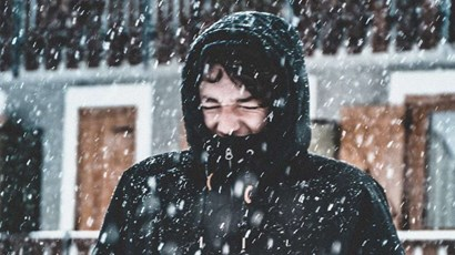Why do women feel the cold more than men?