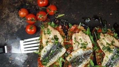 Grilled mackerel & tomato bruschetta