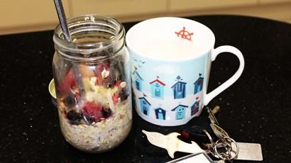 Recipe: Apple and cinnamon overnight oats